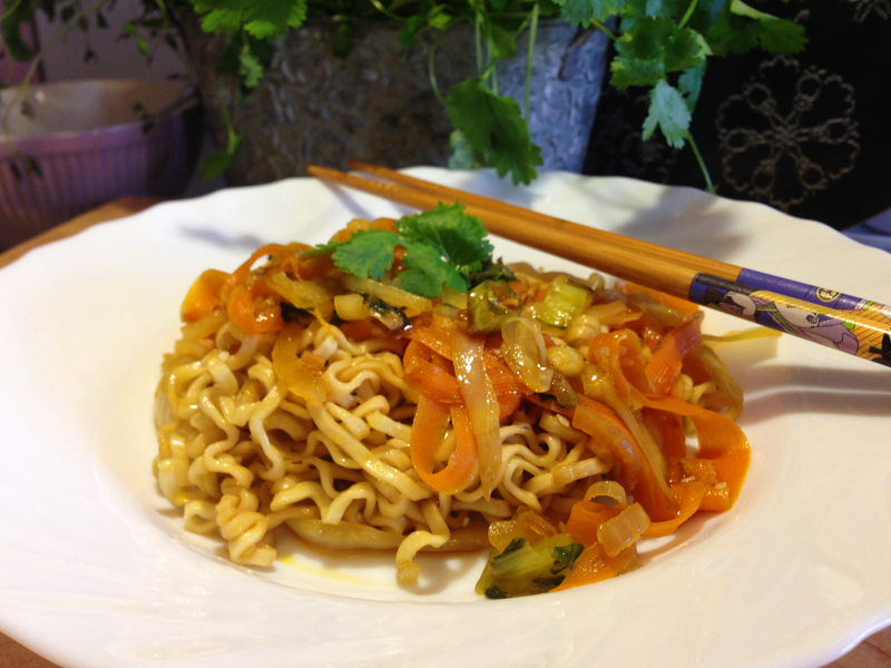 Vegetarisk wok med äggnudlar