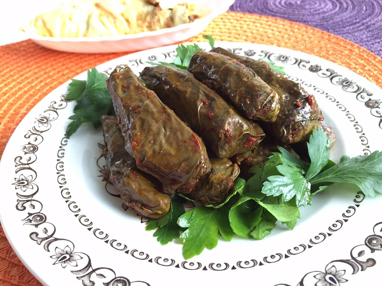 Vegetariska dolma med paprika, mynta och persilja