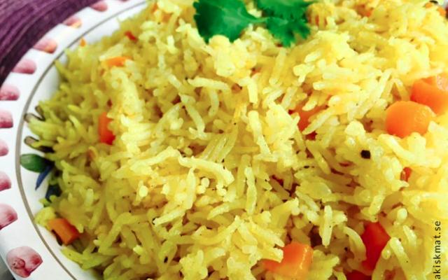 Ris med morötter (jizer m'tubuq)