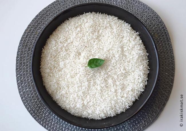 Jasmine-ris tillagat på thailändskt vis