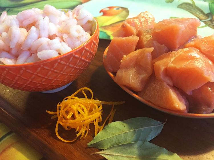 Fisksoppa med lax, räkor och grädde