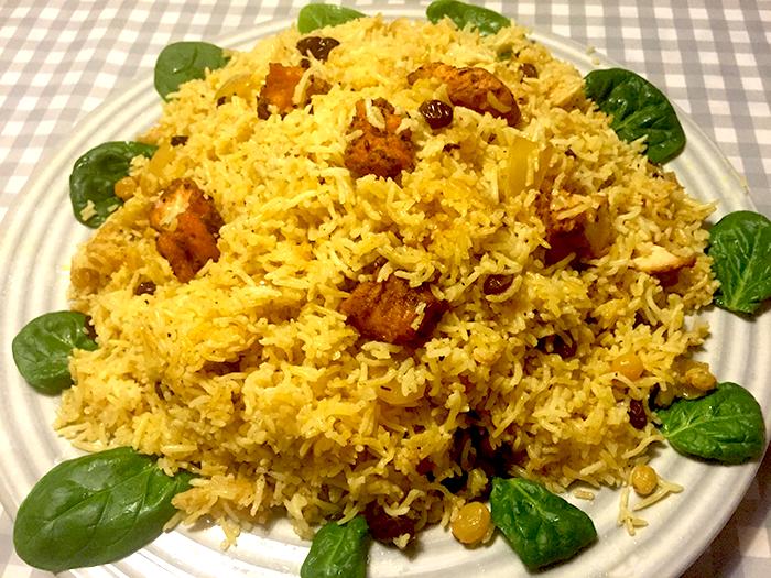 En klassisk risrätt med fisk (mutabbaq samak, semak)