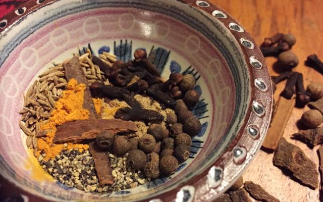 Gör din egen irakiska biryani-krydda (birjani-krydda)
