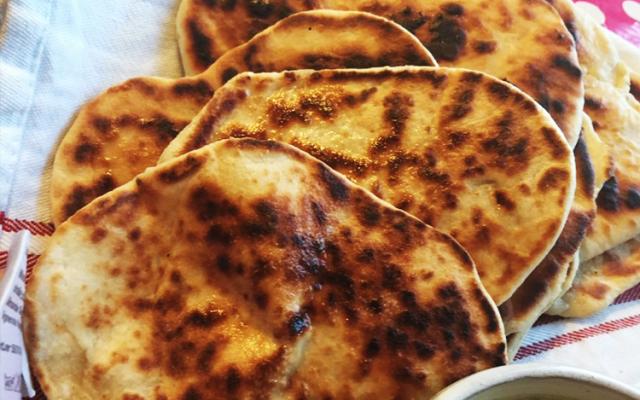 Jättegoda naanbröd –tillagas direkt i stekpannan