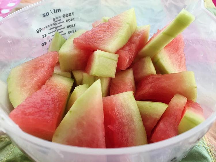 Spar vattenmelonskalet och koka en marmela